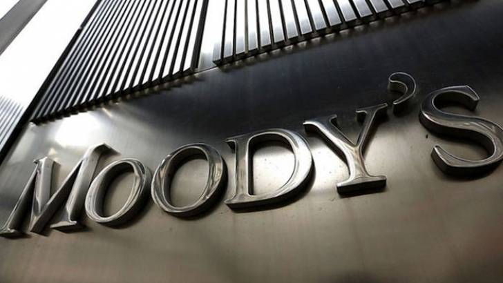Moody's Lifts Portugal Out of Junk Territory